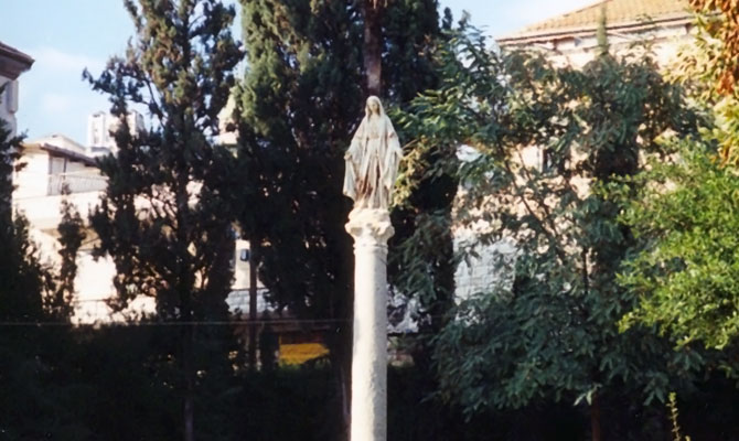 Kip Presvete Device v Jožefovem vrtu v Nazaretu